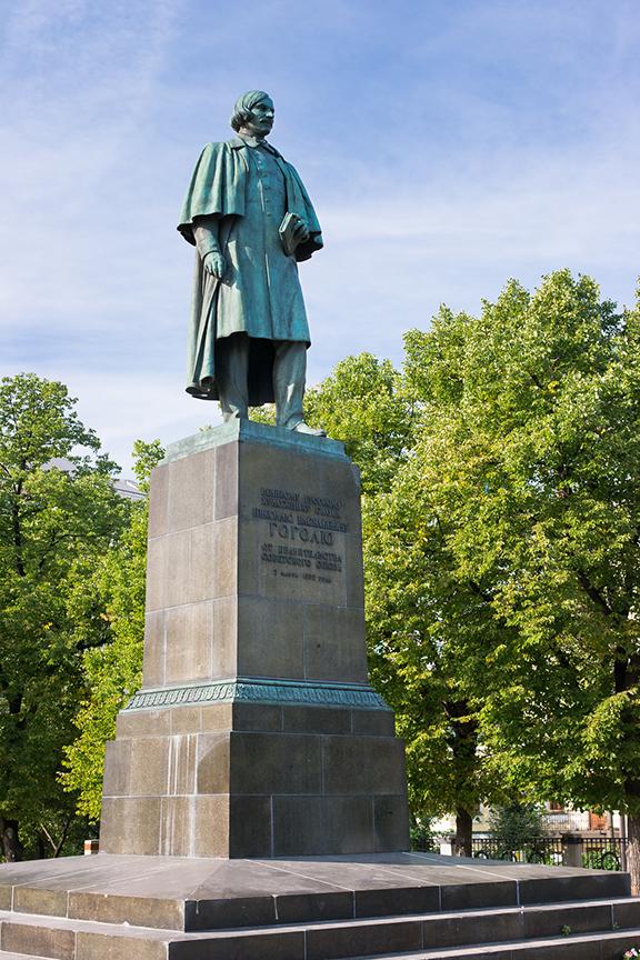 Какой памятник гоголю стоит на арбатской площади в москве изготовление памятников в кольчугино