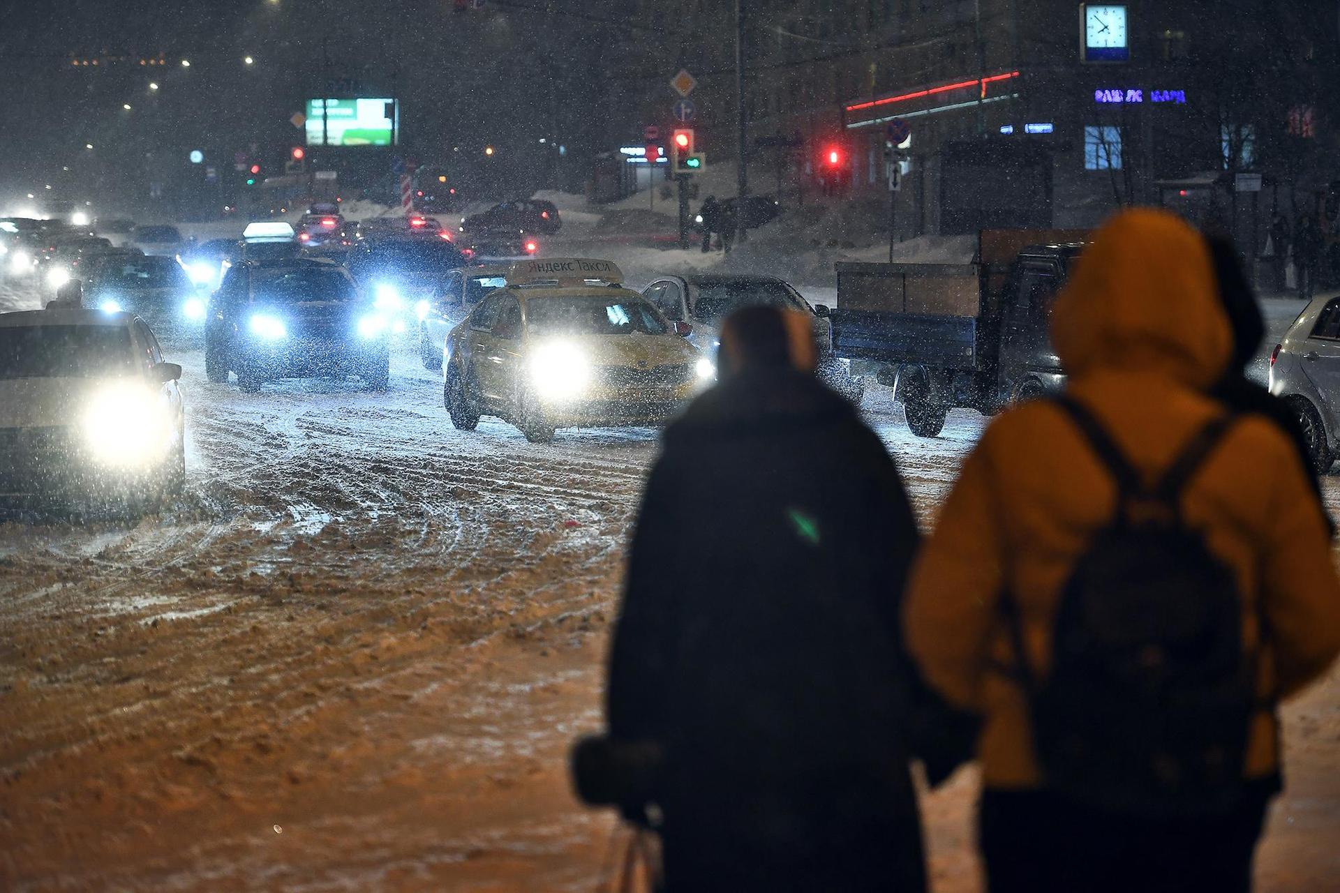 Москва встала в деcятибалльных пробках