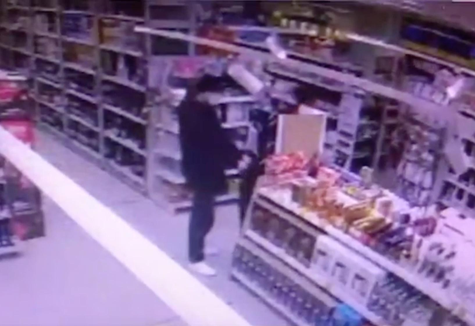 В московском супермаркете заметили «алкогольных Бонни и Клайда»