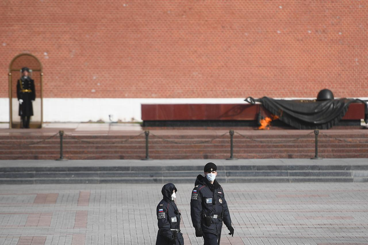 Улицы Москвы опустели из-за коронавируса