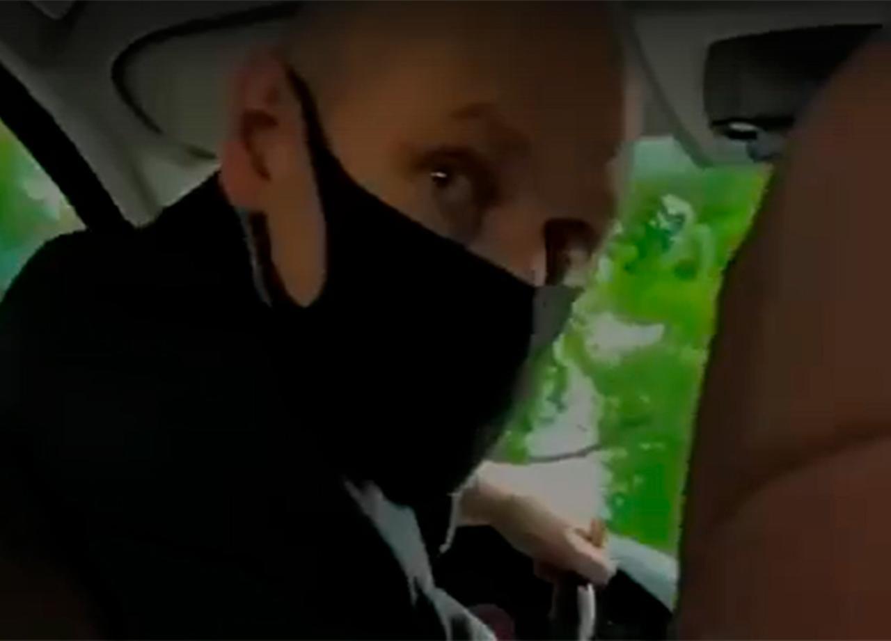 Водитель такси избил москвичку за желание послушать Моргенштерна