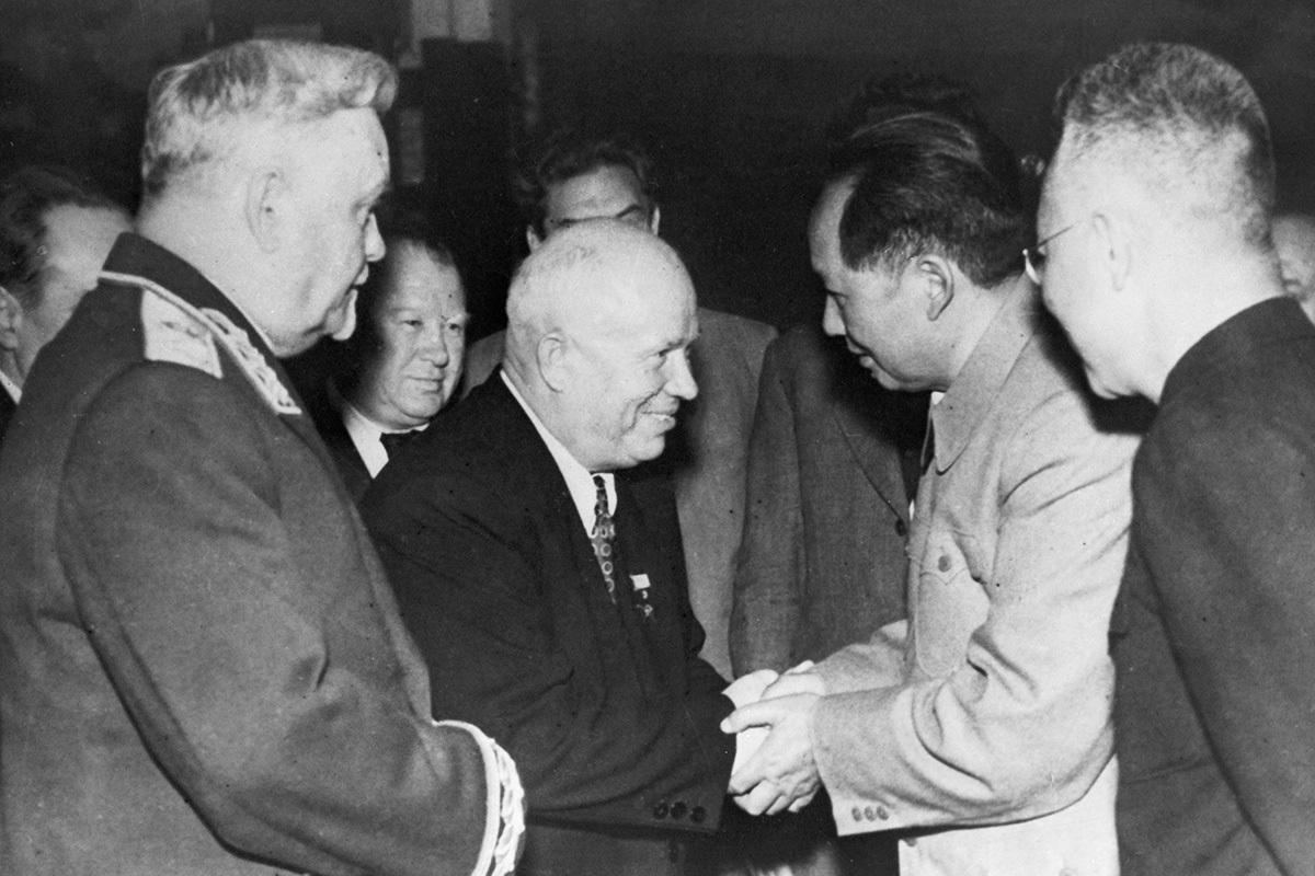 «Когда умер Сталин, рыдал весь класс». История россиянки, ставшей свидетелем главных событий минувшего века