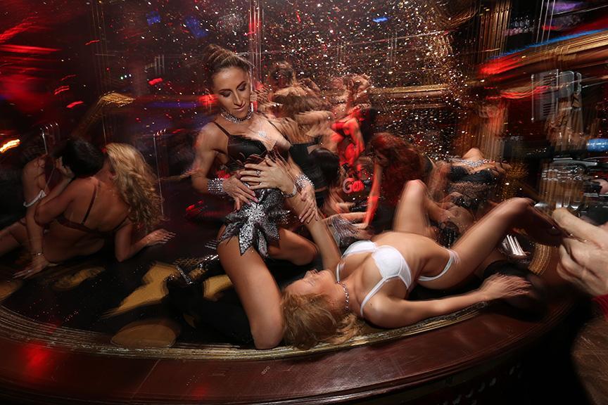 Обнажённые Девушки Танцуют В Стип-Клубе – Мастера Ужасов (2005)