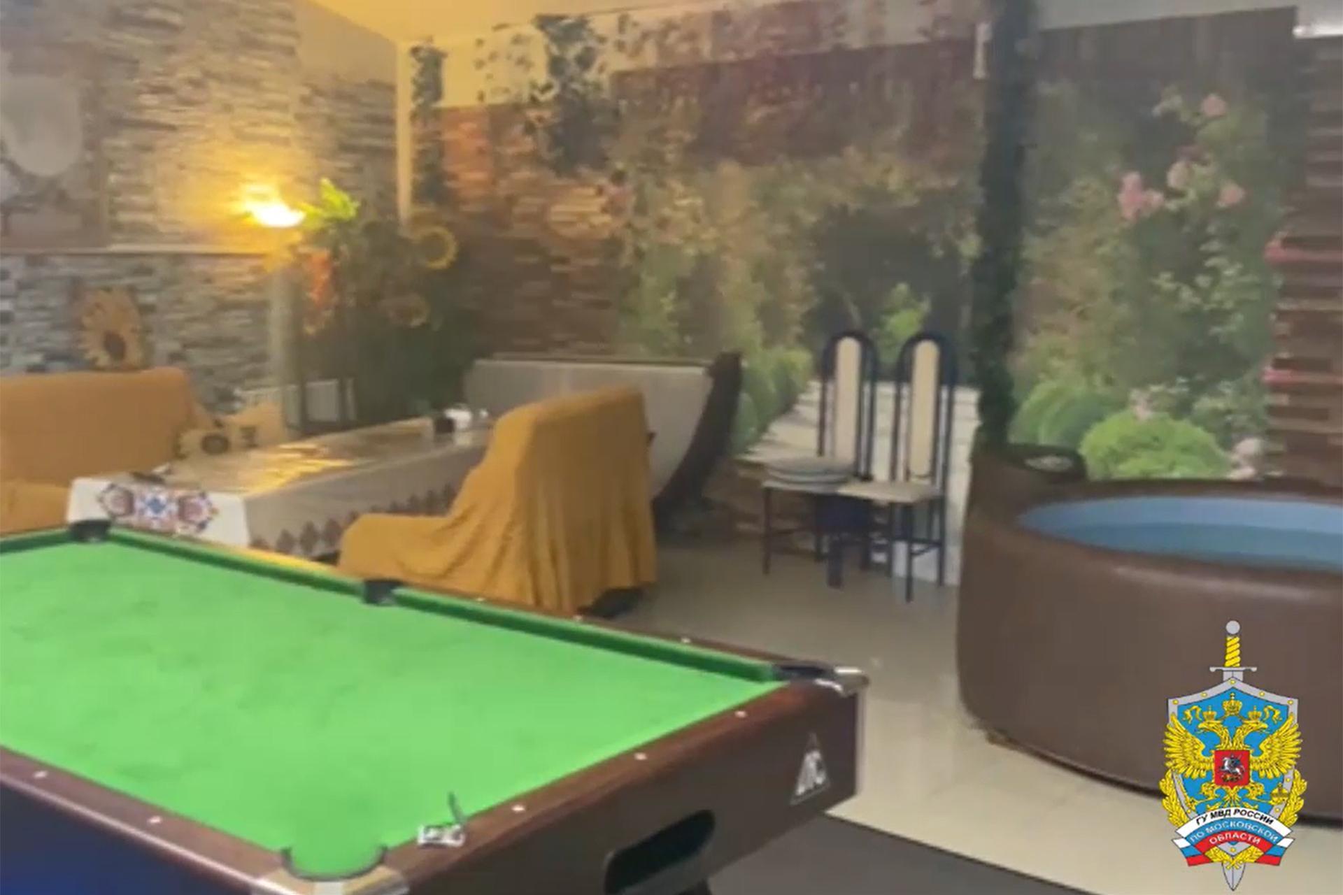 Семья организовала бордель в бане под Москвой