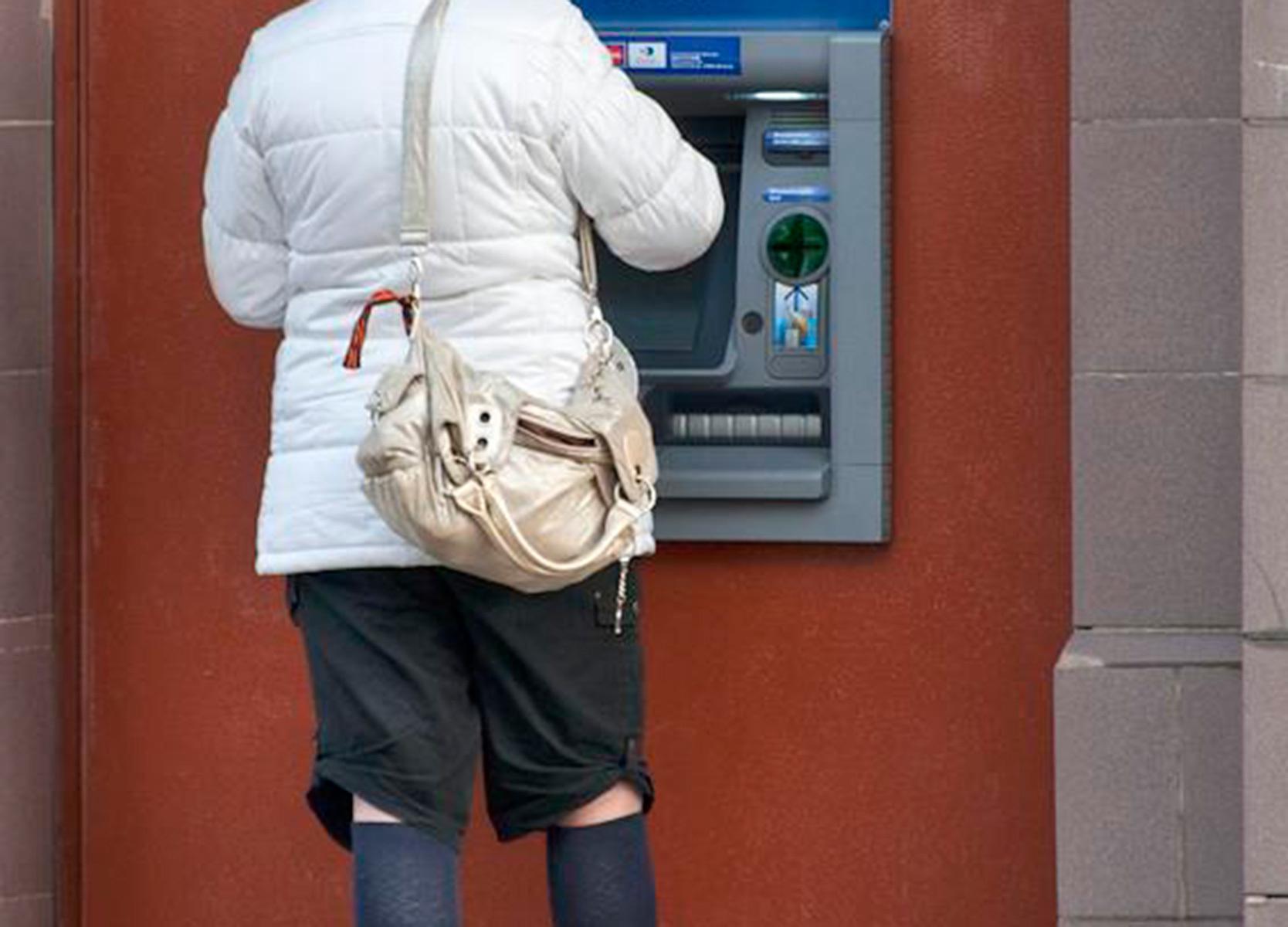 Мошенник вынудил россиянку взять кредит на пять миллионов рублей