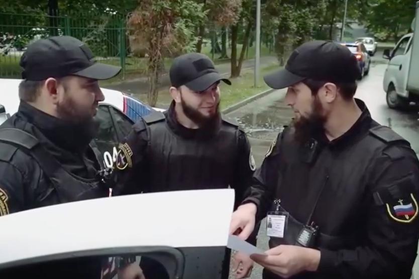 «Бороды у всех до плеч...» Кто и зачем решил создать в Москве «чеченский патруль»?
